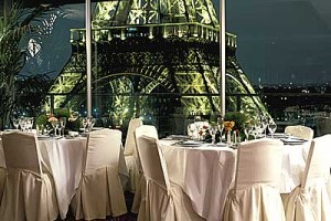 paris restaurant eiffel tower
