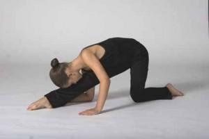 kneeling-split-300x200
