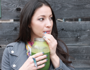 woman_drinking_green_smoothie
